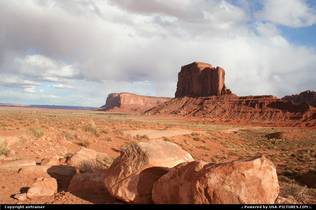 Picture by airtrainer: Hors de la ville Arizona   monument valley