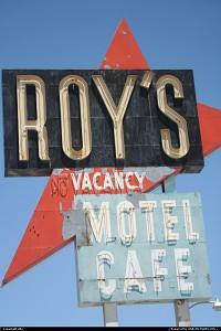 Amboy : Roy's sign on the route 66.