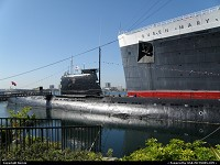 Long Beach : They have soldiered for long around the globe in different ways and they have found the same rest place in Long Beach : The british Queen Mary liner and the soviet Scorpion submarine.
