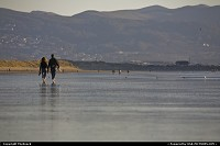 Morro Bay : Couple Walking at the Morro Strand State Beach