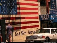 Art urbain à Chinatown: God Bless America