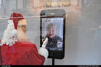 Promote of a famous cell fone, by santa claus ....