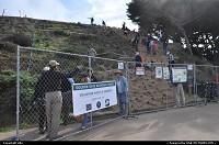 Volontaire qui plante des arbres sur le trail le long de la cote. La cote ouest de San Francisco. Un chemin partant de ocean beach, puis parcourant lincoln park, baker beach, presidio ... pour finir au pied du golden gate bridge
