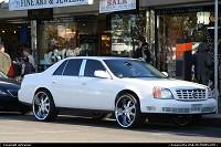 Cette voiture a vraiment des jantes énooormes ! A votre avis, quelle est la taille ? Je posterai la réponse dans la section commentaires plus tard ;-)