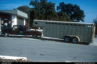 Soledad : Pick up and horse trailer