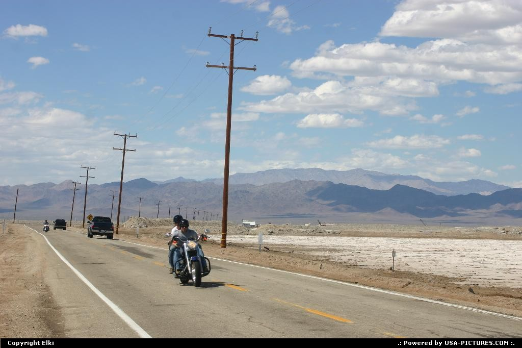 Picture by elki:Californiamotorcycle, road