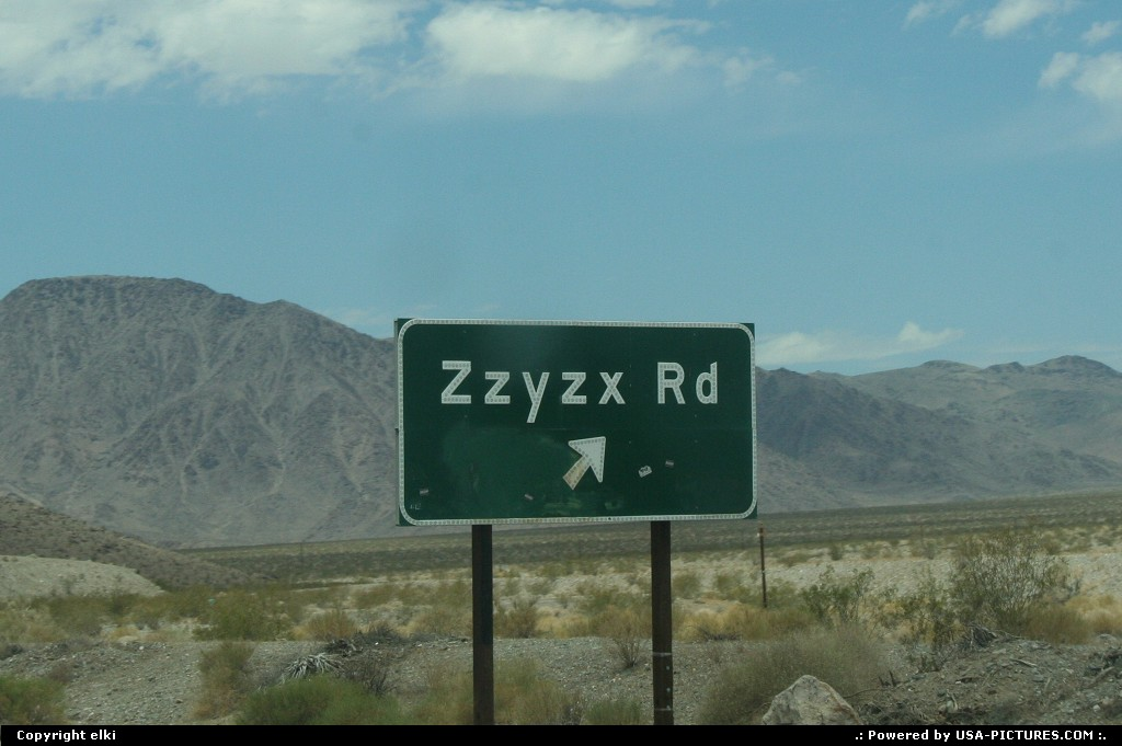 Picture by elki:BakerCaliforniabaker zzyzx road