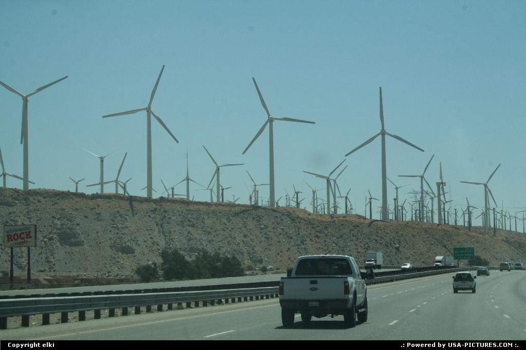 Picture by elki: Hors de la ville California   wind tubine