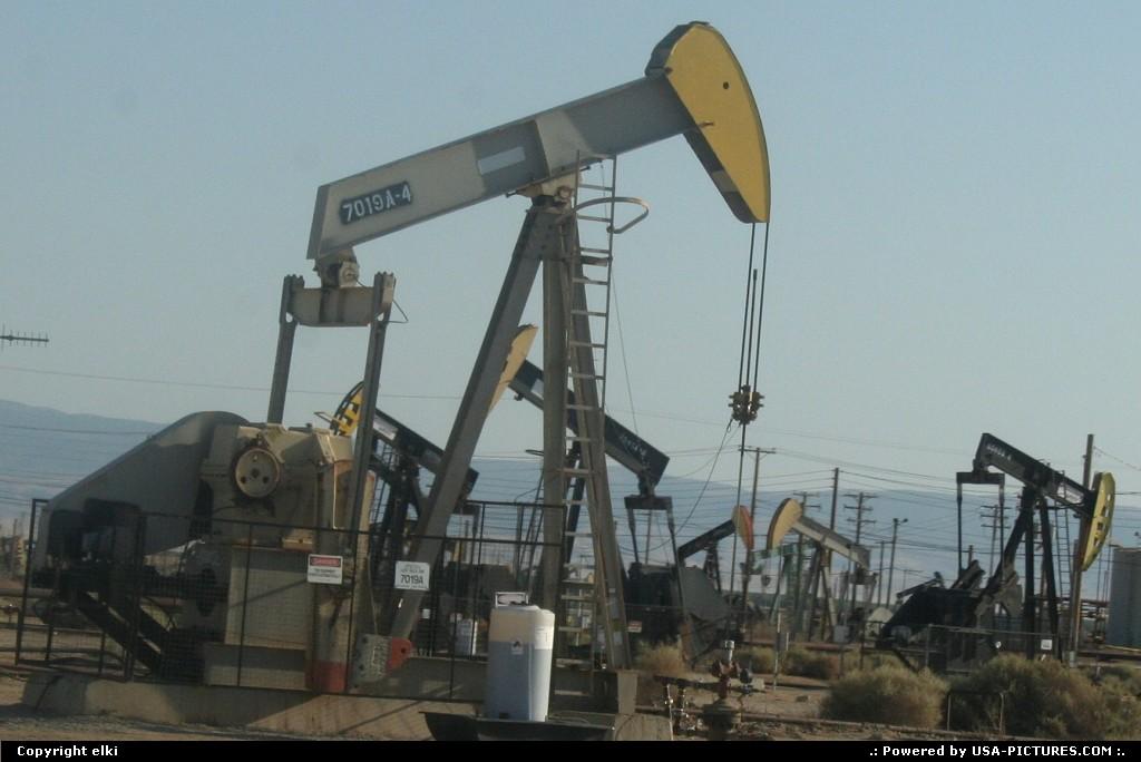 Picture by elki:Hors de la villeCaliforniafuel pumps