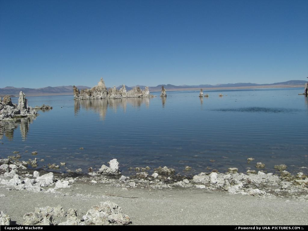 Picture by Wachette: Lee Vining California   mono lake