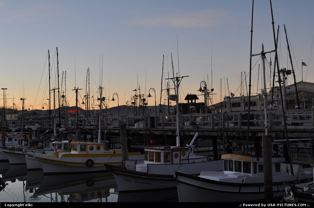 Picture by elki:San FranciscoCaliforniasunset on the fishermanwharf