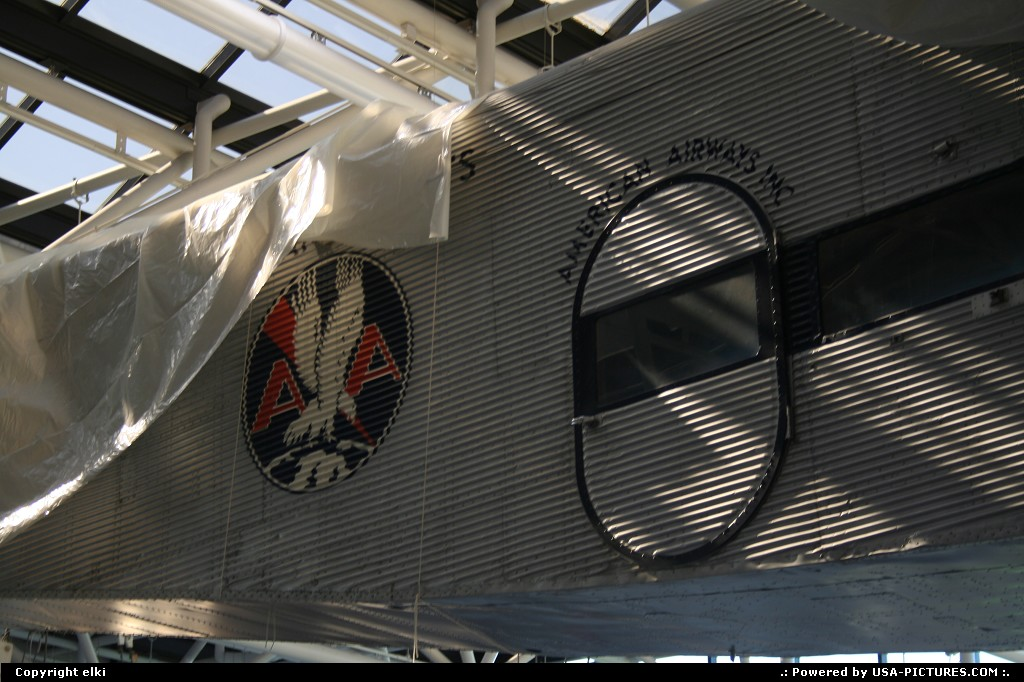 Picture by elki:WashingtonDct-columbiaSmithsonian national air and space museum