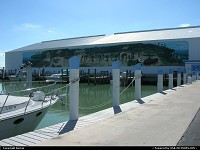 Hors de la ville : Wonderful paint on this boat hangar, Florida Keys