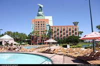 Lake Buena Vista : Great pool at the Swan and Dolphin resort in Disney. Very typical weather in Florida during March