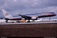 N630AA B757-200w AMERICAN à l'atterrissage sur la piste 09 droite de MIAMI