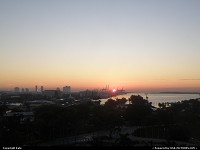 Sunrise over the port of Miami. What a nice memory before heading to the airport !