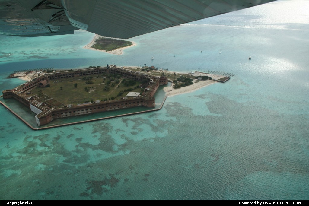 Picture by elki:  Florida Dry Tortugas  Fort jefferson plane