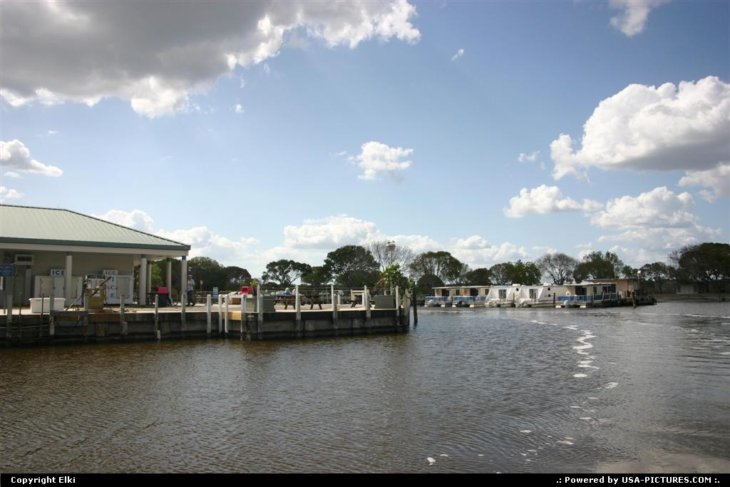 Picture by elki:FloridaEvergladesmarina, boat