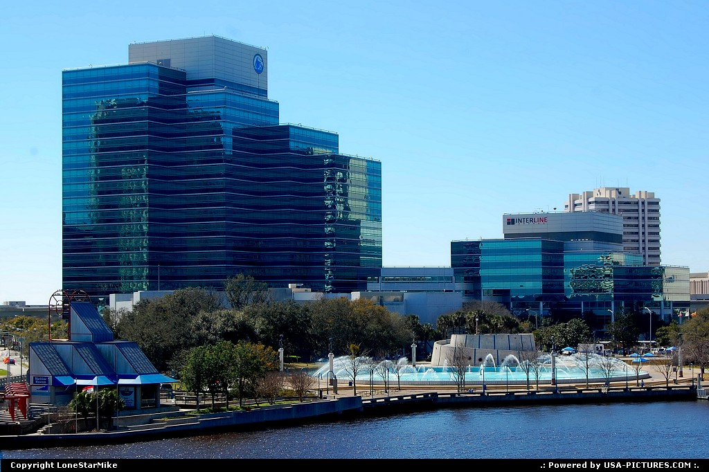 Picture by LoneStarMike:JacksonvilleFloridaskyscraper, fountain, park, waterfront