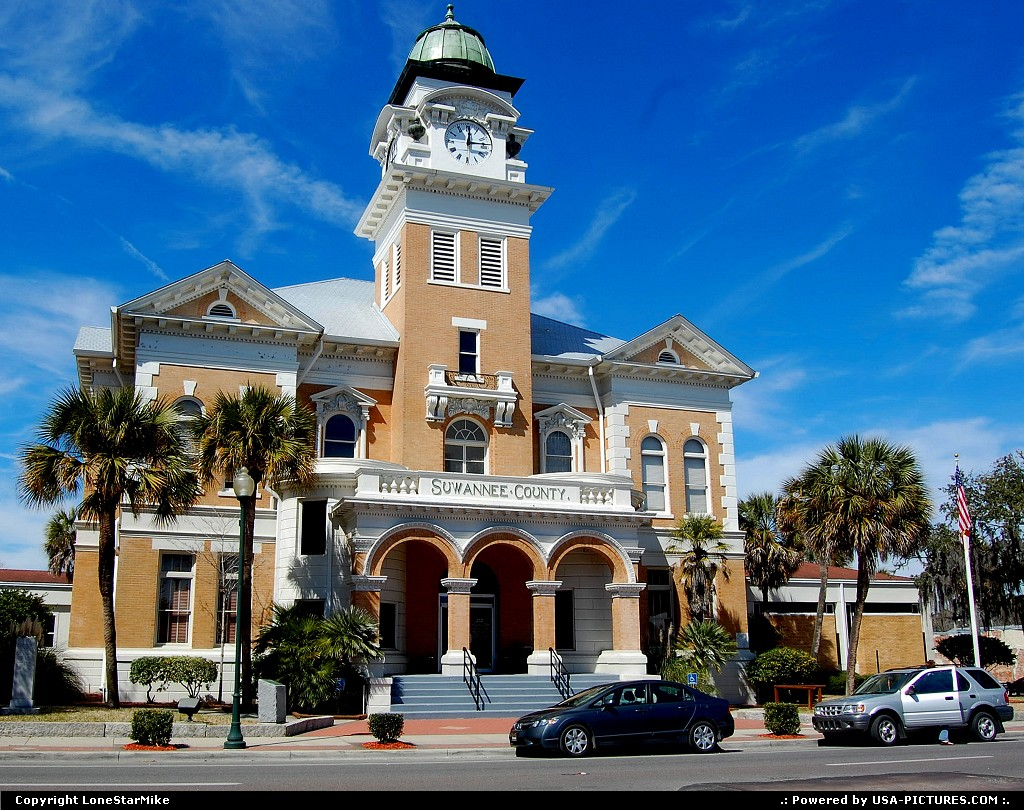 Picture by LoneStarMike: Live Oak Florida   courthouse