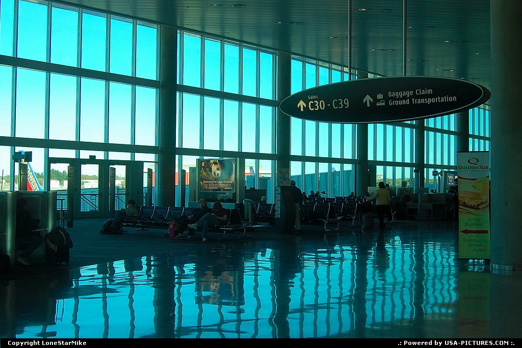 Picture by LoneStarMike:TampaFloridaairport, terminal, concourse
