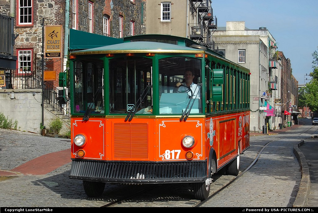 Picture by LoneStarMike:SavannahGeorgiatrolley, downtown, historic, district