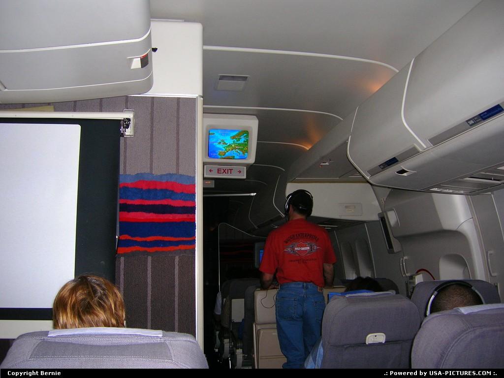 Picture by Bernie:Hors de la villeIllinoisplane, in flight, Boeing