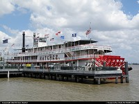 New Orleans : The NATCHEZ, last true steam boat on the Mississipi. All on board !
