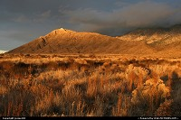 Albuquerque : A typical New Mexico sunset paints the Sandia Mountain Range of Albuquerque.