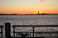 New York : Statue of liberty, sunset from battery park