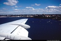 New York : On short finals to La Guardia airport