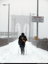 New york : Historic snow storm - Brooklyn Bridge