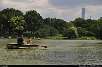New york : How nice and sweat is it to float and paddle in Central Park, in the heart of New York, with skyscrappers as a background? Well, very nice indeed!