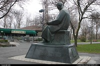 Niagara Falls : Nikola Tesla statue. He was an scientist and own multiple patent, particulary in power. he's the inventor of alternating current electric power.