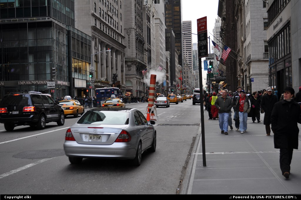 Picture by elki: New York New-york   fith avenue