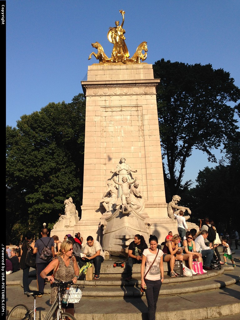 Picture by elki:New YorkNew-yorkCentral Park New York West entrance