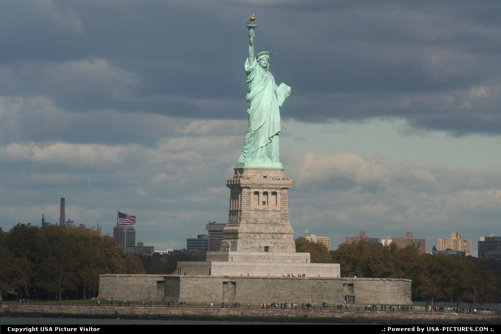 Picture by USA Picture Visitor:New YorkNew-yorkStatue of Liberty, New York NY, New York city, statues, historical sites, National momument, sightseeing