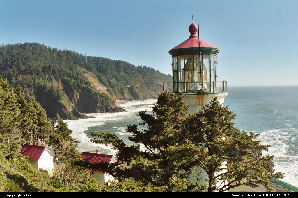 Picture by elki:YachatsOregonlighthouse, beach