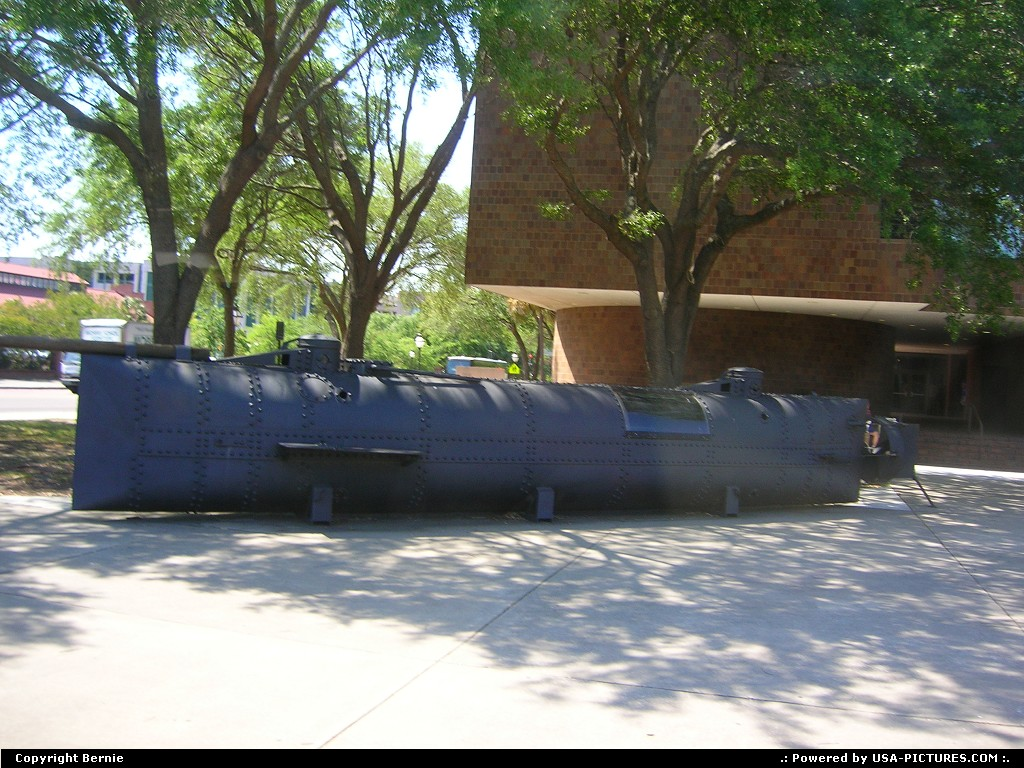 Picture by Bernie: Charleston South-carolina   submarine, civil war