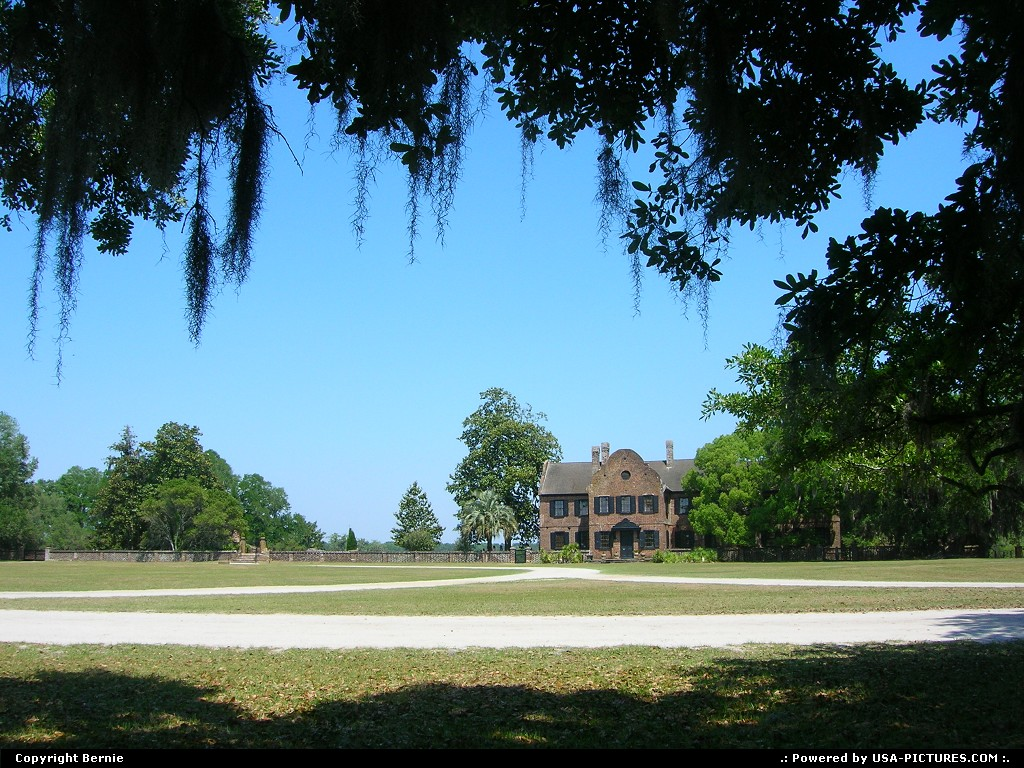 Picture by Bernie: Charleston South-carolina   plantation, museum