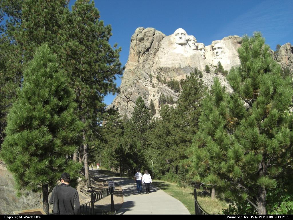 Picture by Wachette: Not in a city South-dakota   mount rushmore