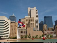Dallas : Downtown view from city hall. Nice flags and an huge fountain. A cool view of skyline, too