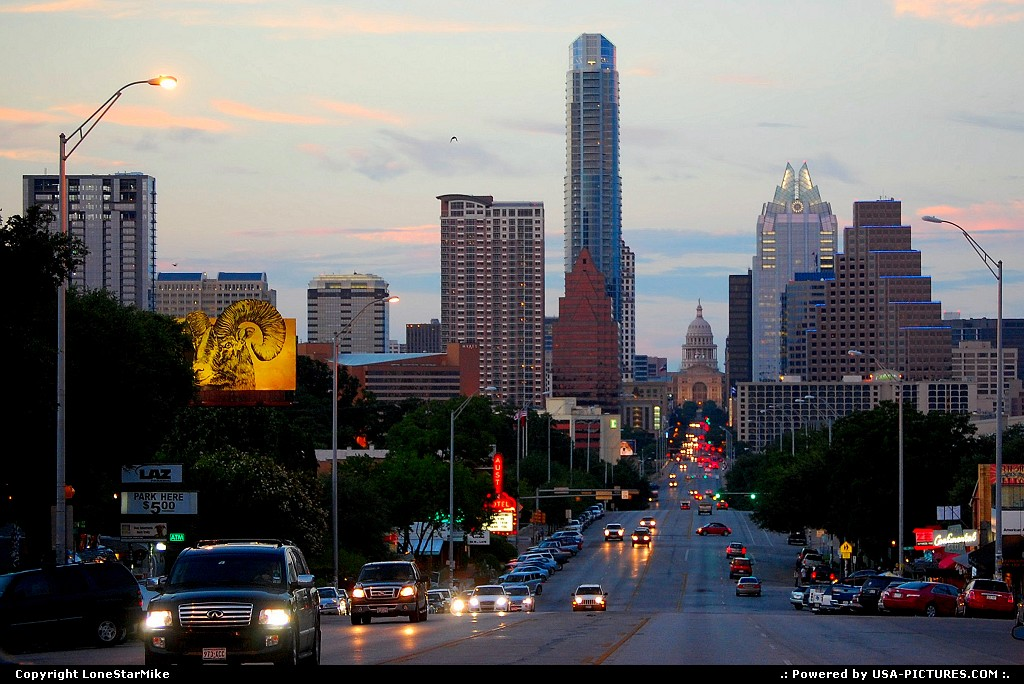 Picture by LoneStarMike:AustinTexasskyscraper, downtown,