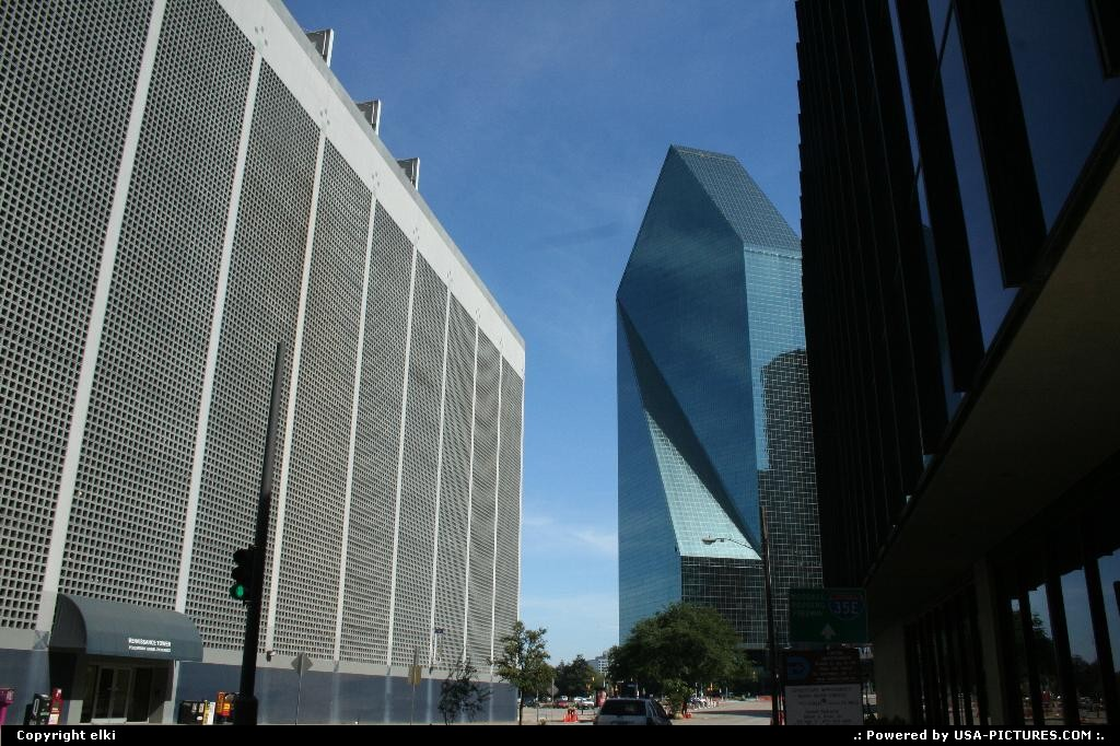 Picture by elki: Dallas Texas   wells fargo tower