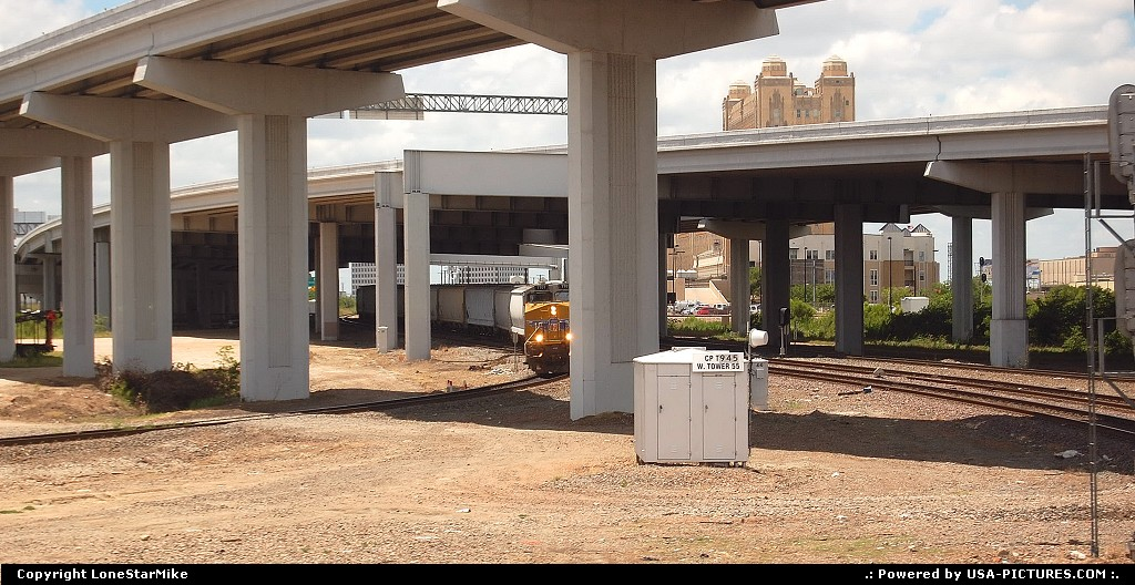 Picture by LoneStarMike:Fort WorthTexastrain, highway,