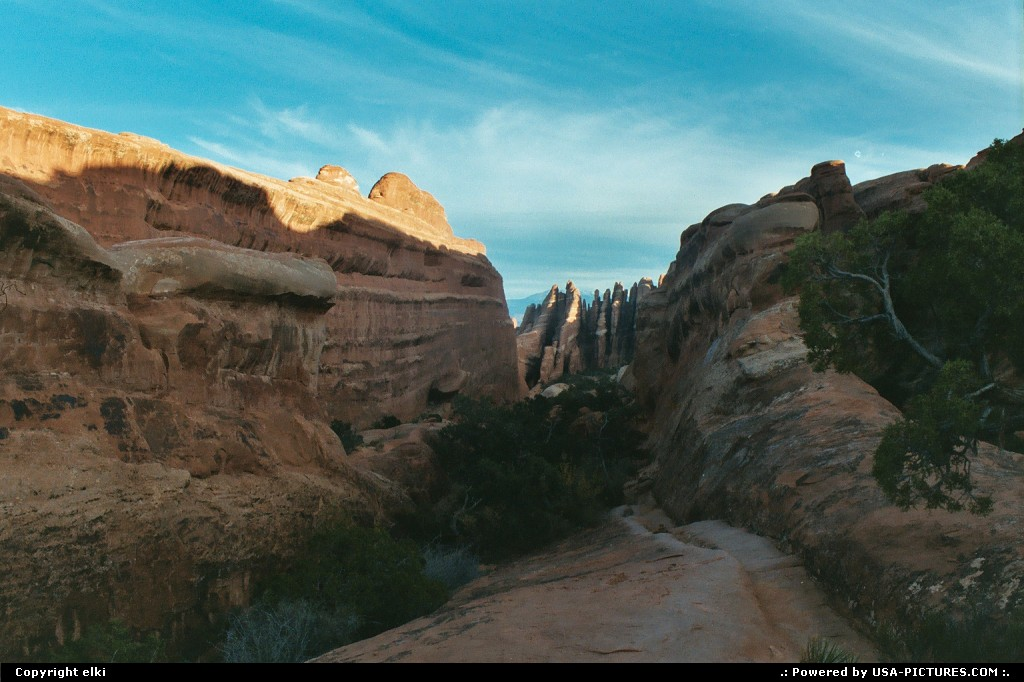 Picture by elki:  Utah Arches Devils Garden trail, hiking