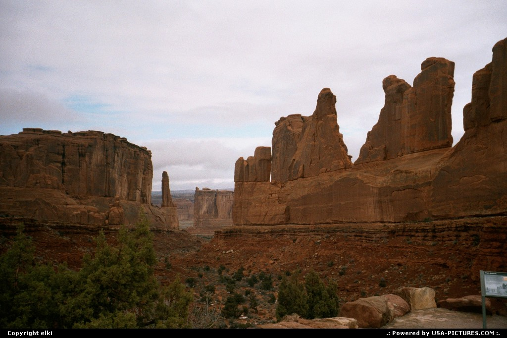 Picture by elki:  Utah Arches Park Avenue rock, trail