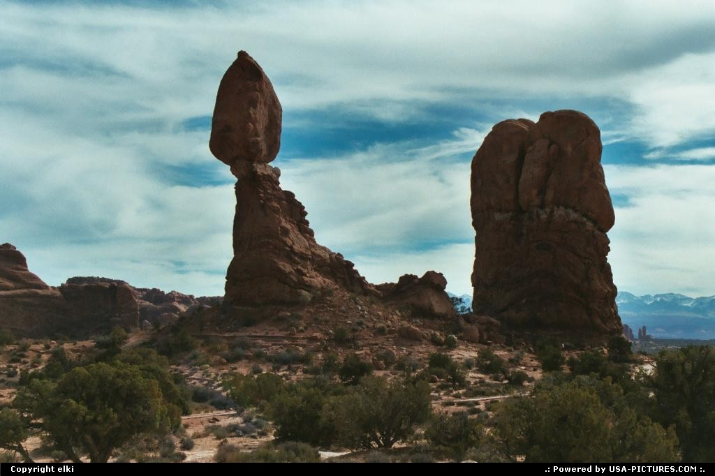 Picture by elki:  Utah Arches Balanced Rock rock, trail