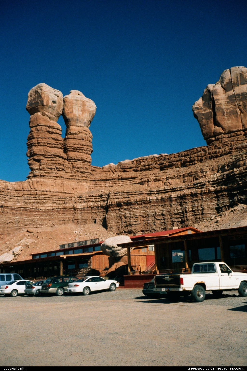 Picture by elki: Bluff Utah   café, rocks