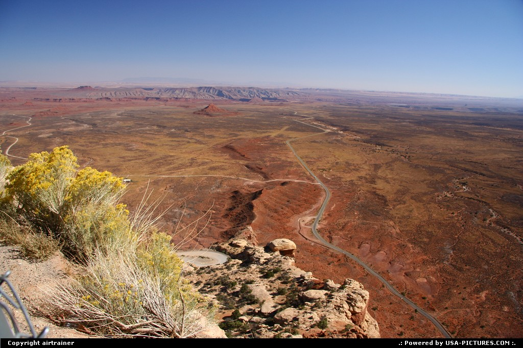 Picture by airtrainer:Not in a CityUtahmocky dugway, valley of the gods, road